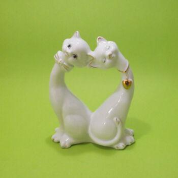 Porcelán cicák